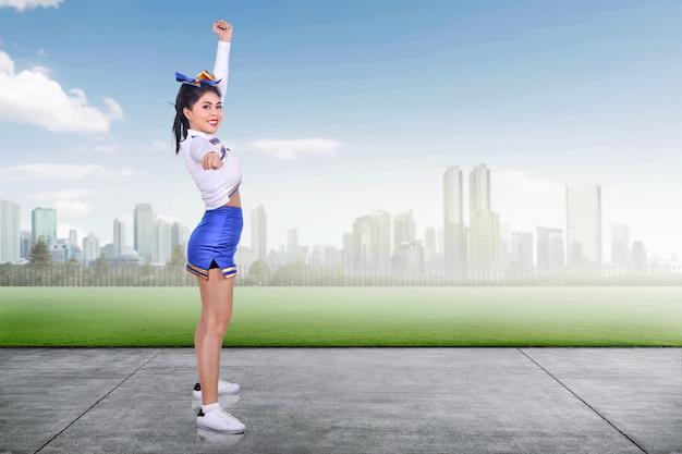 Execução asiática nova do cheerleader