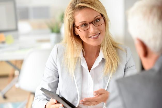 Executiva, com, cliente, em, reunião negócio