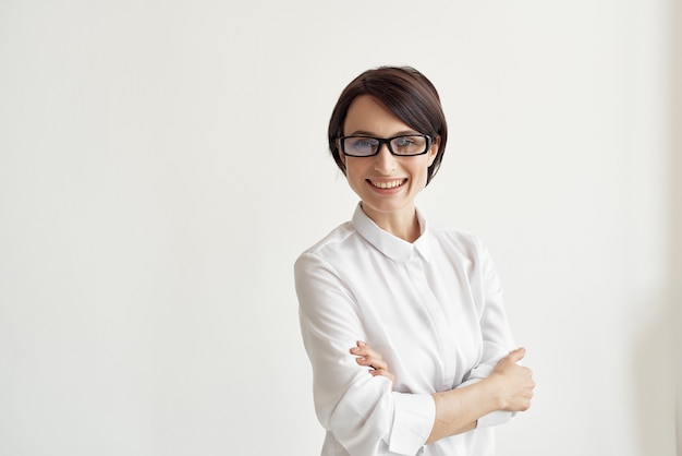 Executiva, com óculos, escritório, executivo, luz, fundo
