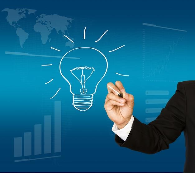 Executivo com uma lâmpada desenhada à mão