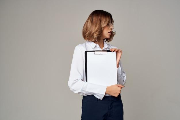 Executivo de estúdio de gerente de empregos de mulher de negócios
