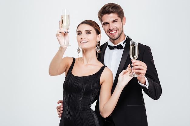 Executivos de beleza. com champanhe.