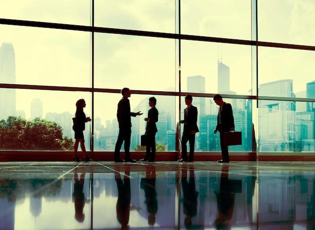 Executivos do conceito da cidade do escritório de uma comunicação