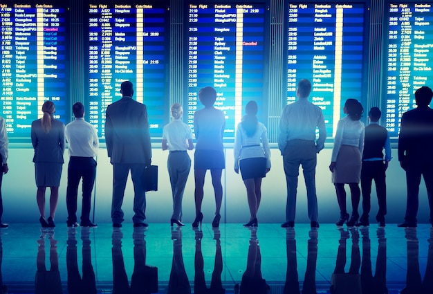 Executivos do conceito terminal da partida do curso do aeroporto
