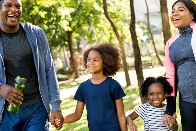 Exercício atividade família ao ar livre vitalidade saudável