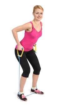 Exercício de costas e braços usando elástico de borracha