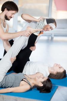 Exercício de flexibilidade com o parceiro