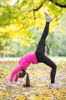 Exercício de outono: pose de ponte de uma perna