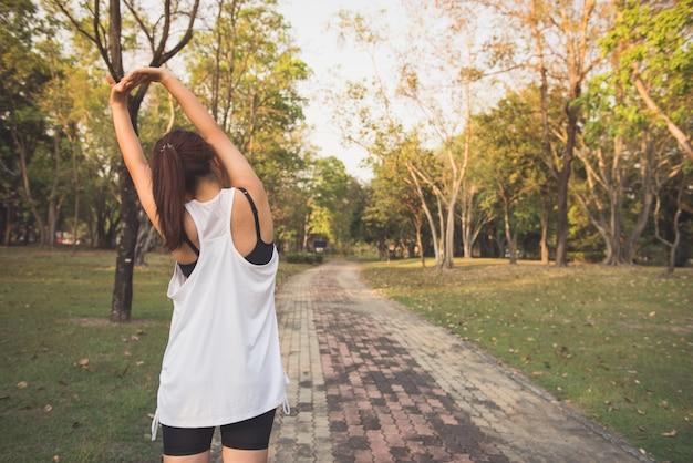 Exercício fora espaço em branco asiático