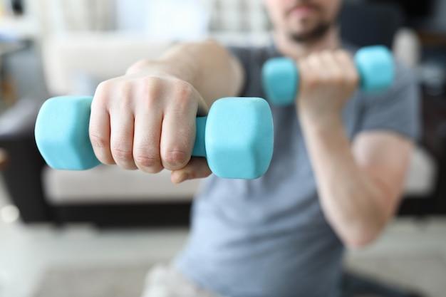 Exercício para braço muscular closeup