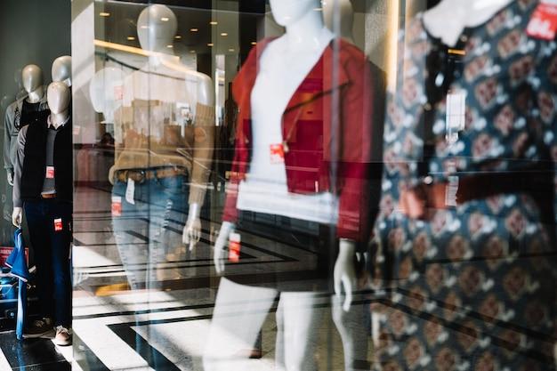 Exibição de loja de roupas