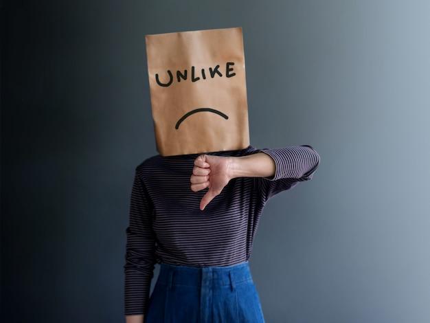 Experiência do cliente ou conceito emocional humano. desapontado