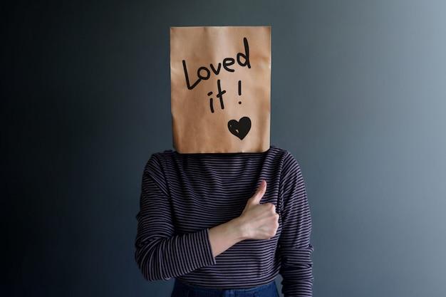 Experiência do cliente ou conceito emocional humano. sentimento feliz