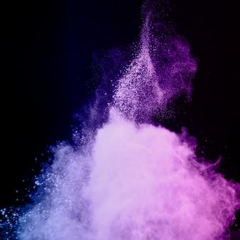 Explosão abstrata de pó violeta
