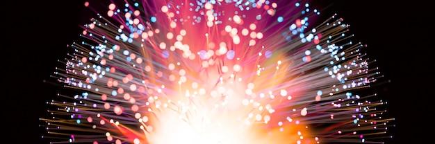 Explosão de fogos de artifício abstrata em tons coloridos