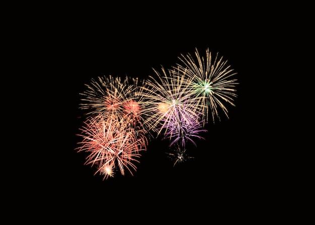 Explosão de fogos de artifício coloridos na celebração festiva