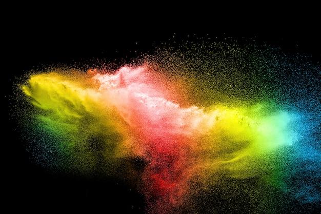 Explosão de partículas multicoloridas em fundo preto.