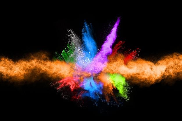 Explosão de pó colorido abstrato sobre um fundo preto splatted background.abstract