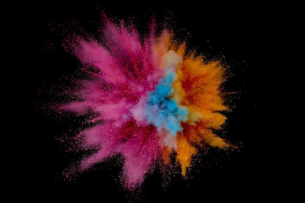 Explosão de pó colorido. pó de closeup abstrata no pano de fundo. explodir colorido. pintar holi