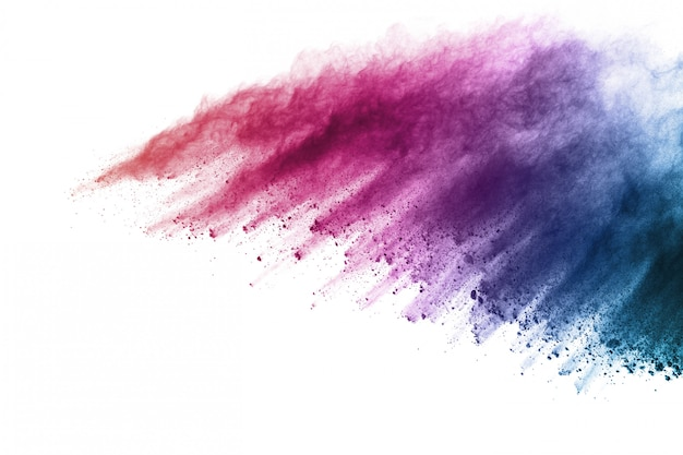 Explosão de pó colorido sobre fundo branco.