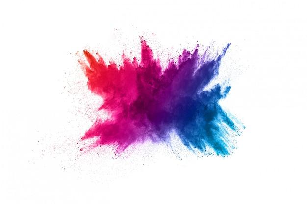 Explosão de pó multicolor em fundo branco
