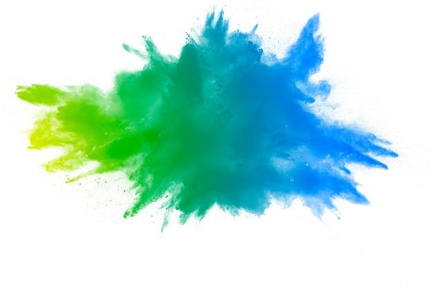 Explosão de pó verde amarelo sobre fundo branco. respingo de poeira de cor verde.