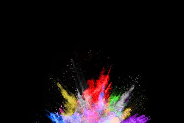 Explosão de poeira colorida abstrata em um fundo splatted pó preto de background.abstract.