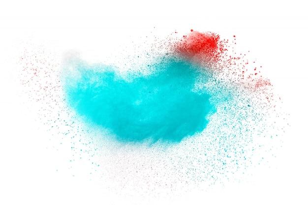 Explosão de poeira cor-de-rosa azul abstrata no fundo branco.