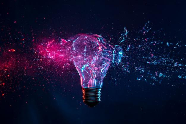 Explosão de uma lâmpada incandescente