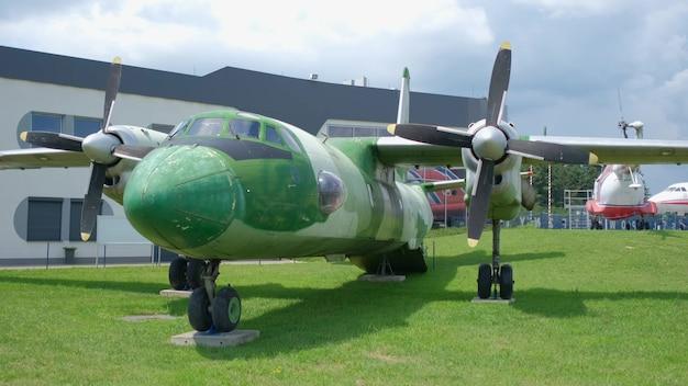 Exposição de antigo avião militar