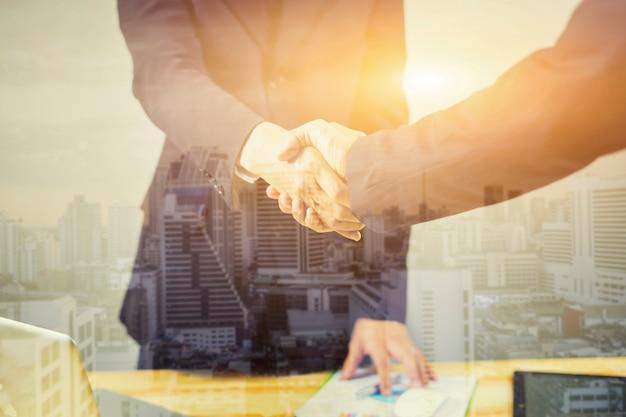 Exposição dupla de handshake e cidade