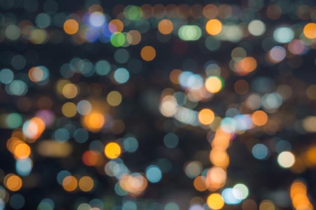 Exposição longa abstrata, foto surreal experimental, luzes da cidade e do veículo na noite
