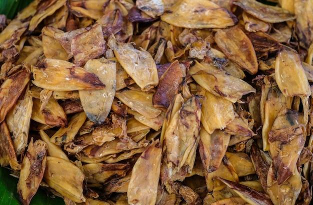 Expositor de lulas secas à venda no mercado de alimentos frescos