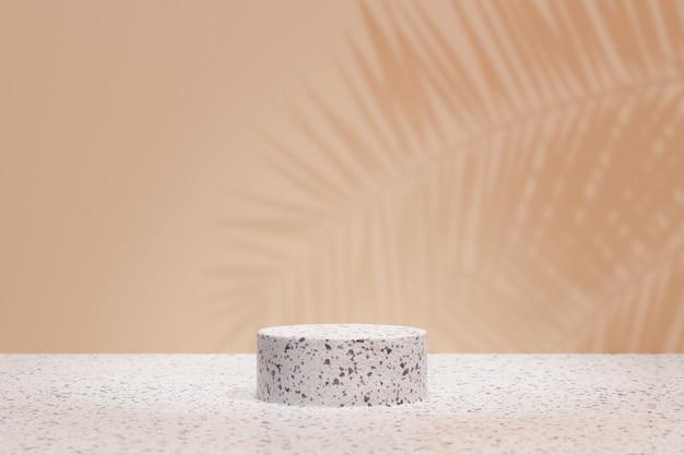 Expositor de produtos cosméticos. pódio do cilindro de pedra de mosaico em fundo marrom pastel com sombra de folha de palmeira. ilustração de renderização 3d