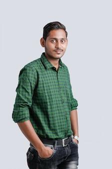 Expressão de jovem indiano multi