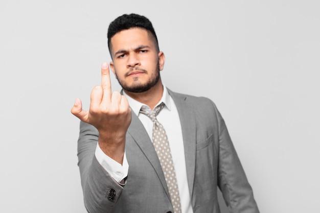 Expressão de raiva do empresário hispânico