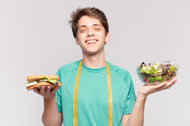 Expressão feliz do homem jovem adolescente. conceito de dieta