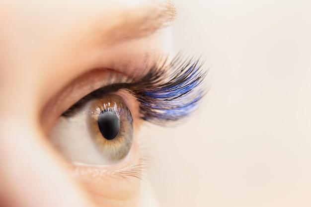 Extensões de cílios de cor azul