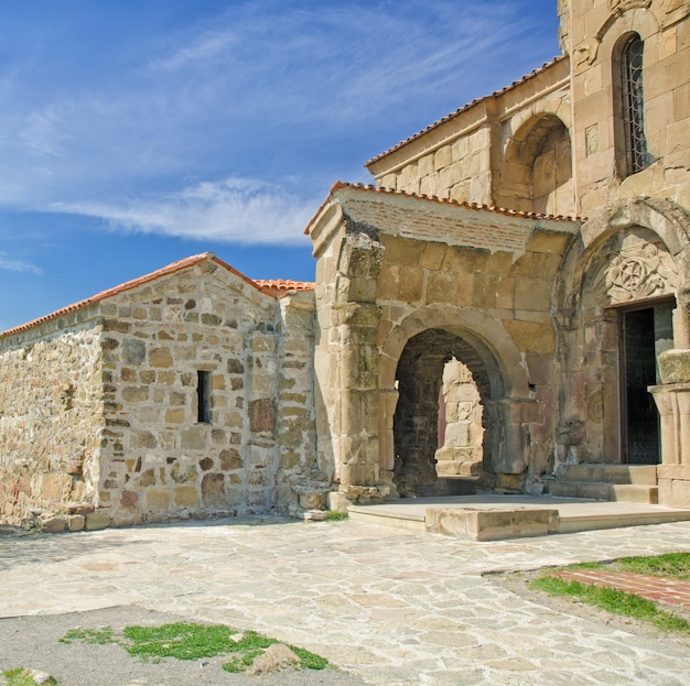 Exterior das ruínas do mosteiro ortodoxo georgiano de jvari