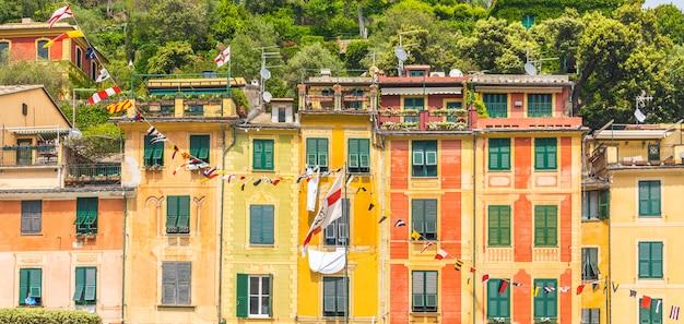 Exterior de casas coloridas em portofino itália