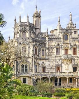 Exterior de um palácio europeu medieval