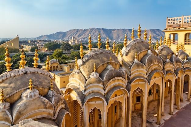 Exterior do palácio da cidade de jaipur, na índia.