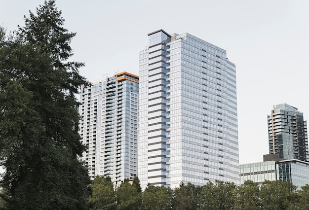 Exteriores de edifícios de apartamento modernos