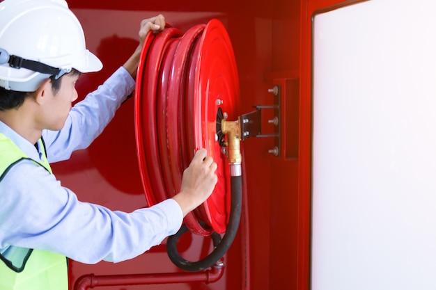 Extintor de incêndio e carretel de mangueira de incêndio
