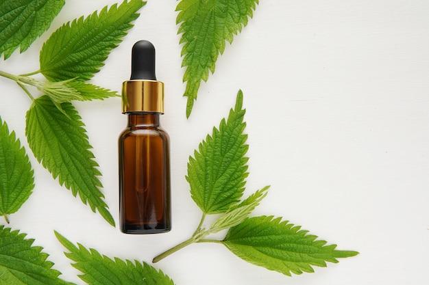 Extrato natural de folhas de urtiga fresca para tratamento capilar