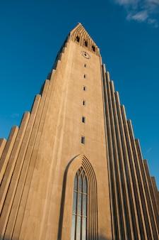 Extrior de uma igreja cristã na islândia