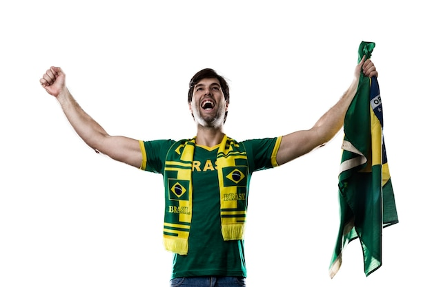 Fã brasileiro comemorando, em um espaço em branco.