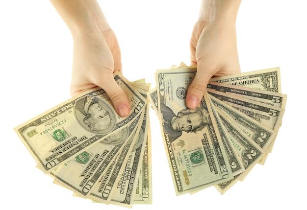Fã de dinheiro em mãos femininas em branco