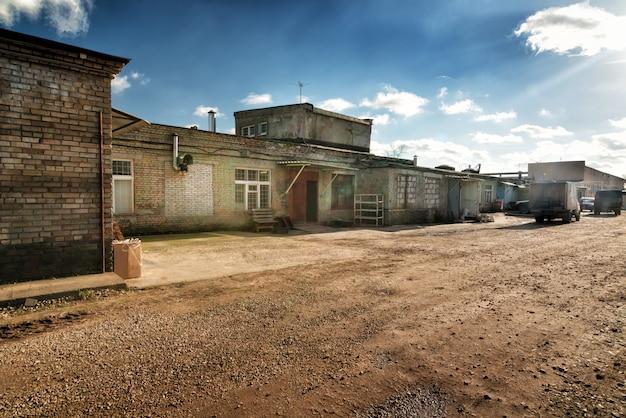 Fábrica antiga convertida em escritórios e armazenamento