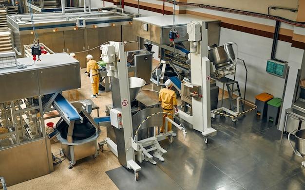 Fábrica de alimentos de padaria de pão. modernização de fábricas de processamento de alimentos, linhas de produção.
